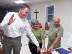 From left, Tim Rogers and Patti Rosencrantz – who live near the restaurant –and owner Jeff Tomczak swear to tell the truth Tuesday night in a quasi-judicial public hearing.