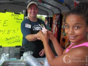 Piggly Wiggly employee Doug Phillips serves a Flavor Burst sample to a grateful young customer!