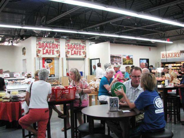 "ragon Café has a ""spacious, big city feel,"" said one enthusiastic patron."